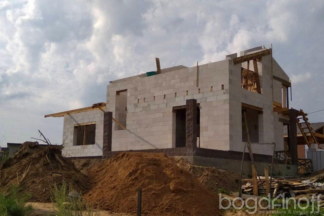 Двухэтажный проект с балконом