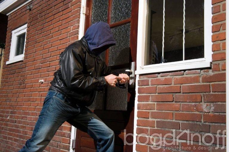Как обезопасить свой дом от грабителей?