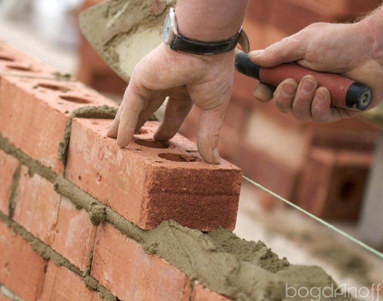 Возведение стен при строительстве дома